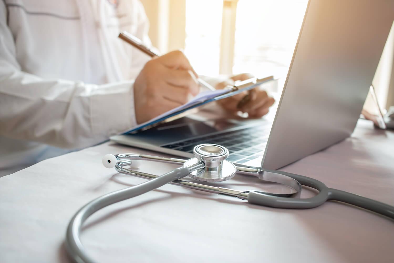 API de redes sociais em clínicas